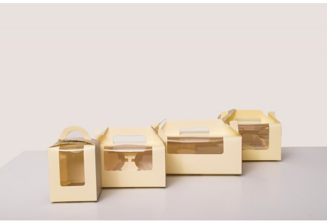 "Handles ""suitcase"" paper boxes (Cupcakes stage)"